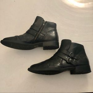 Born 100% leather black boots sz 10 GUC